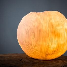 Atelier sur la riviere rivière Sylvain Fezzoli Cocon rond luminiaire porcelaine lampe a poser lampe de table